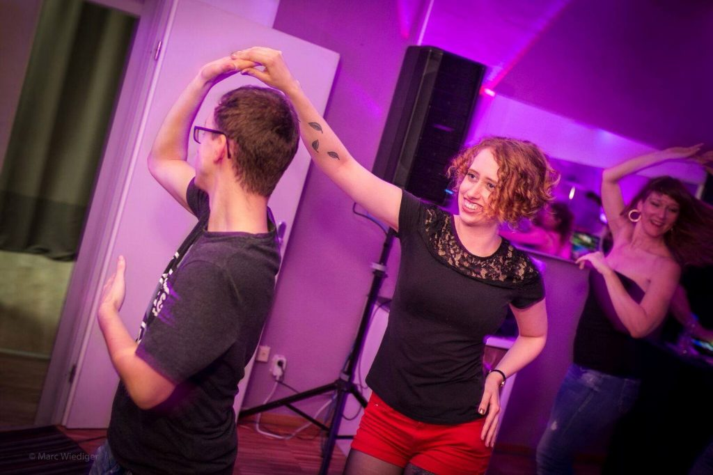 Woman leads man in bachata role-switch